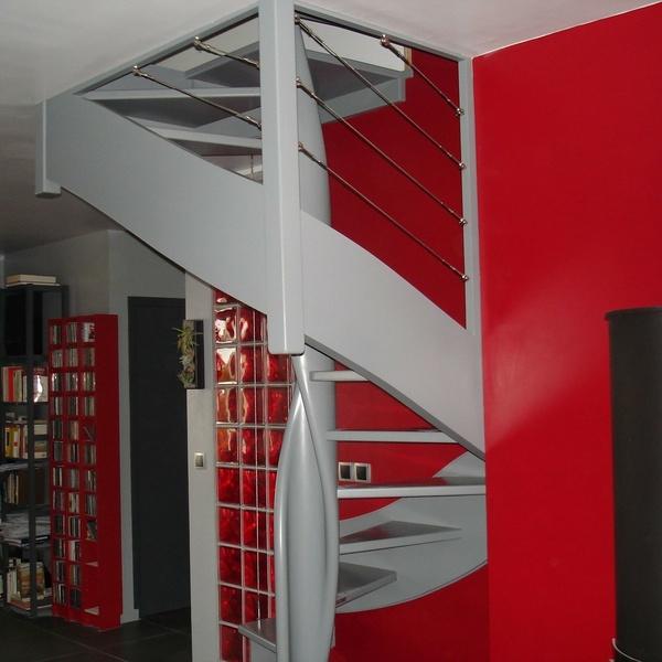 Jacky Saintilan, rénovateur bois pour les parquets, escaliers et meubles en tout genre dans la zone de Yffiniac