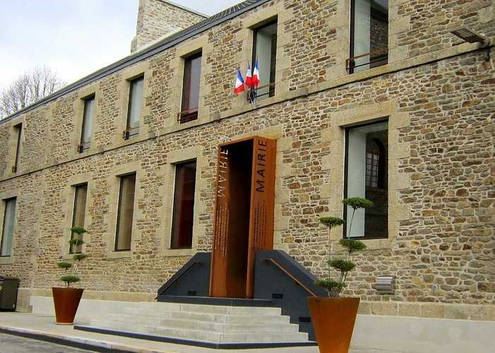Mairie de Plouguenast : reprise du site 0